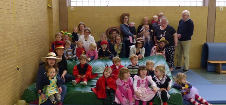 Karneval beim Eltern-Kind-Turnen